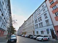 Okolí domu - Pronájem bytu 3+1 v osobním vlastnictví 96 m², Praha 3 - Žižkov