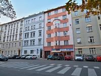 Pohled na dům z ulice - Pronájem bytu 3+1 v osobním vlastnictví 96 m², Praha 3 - Žižkov