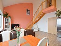 Obývací pokoj v 1. obytném patře (Prodej bytu 3+kk v osobním vlastnictví 83 m², Praha 9 - Letňany)