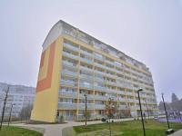 Venkovní pohled na dům (Prodej bytu 3+kk v osobním vlastnictví 83 m², Praha 9 - Letňany)