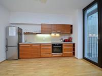 Plně vybavená kuchyňská linka. - Prodej bytu 1+kk v osobním vlastnictví 37 m², Praha 5 - Smíchov