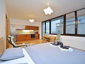 Obytná místnost. - Prodej kancelářských prostor 34 m², Praha 5 - Smíchov