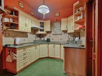 Kuchyně v hlavní budově - Prodej zemědělského objektu 1409 m², Radíč