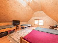 Samostatný pokoj s koupelnou v patře výminku - Prodej zemědělského objektu 1409 m², Radíč
