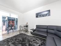 Obývací pokoj ve výminku - Prodej zemědělského objektu 1409 m², Radíč