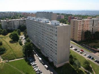 Výhled z oken bytu... - Prodej bytu 2+kk v osobním vlastnictví 40 m², Praha 8 - Troja