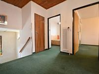 Chodba v 1. patře - Prodej domu v osobním vlastnictví 250 m², Praha 10 - Uhříněves