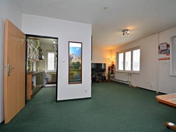 Obývací pokoj - Prodej domu v osobním vlastnictví 250 m², Praha 10 - Uhříněves