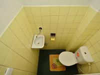 WC v patře - Prodej domu v osobním vlastnictví 250 m², Praha 10 - Uhříněves