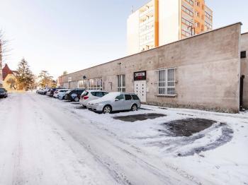 parkovště + vstup - Pronájem kancelářských prostor 294 m², Praha 4 - Modřany
