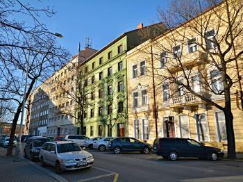 Jednosměrná ulice Ortenovo náměstí... - Prodej bytu 1+1 v osobním vlastnictví 42 m², Praha 7 - Holešovice