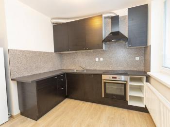 Kuchyňský kout - Prodej bytu 1+kk v osobním vlastnictví 30 m², Klecany