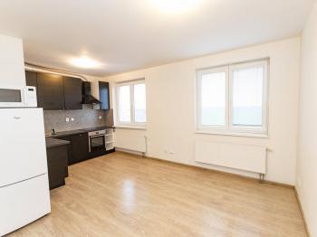 Pokoj s kuchyňským koutem - Prodej bytu 1+kk v osobním vlastnictví 30 m², Klecany