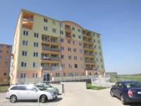 Pohled na dům - Prodej bytu 1+kk v osobním vlastnictví 30 m², Klecany