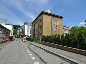 Prodej nájemního domu 1550 m², Praha 5 - Smíchov