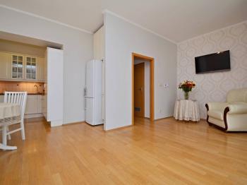Vstup do zadní části bytu s předsíní, 2-mi ložnicemi, koupelnou a samostatnou toaletou. - Prodej bytu 3+kk v osobním vlastnictví 84 m², Praha 6 - Břevnov