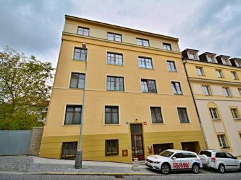 Kompletně revitalizovaný bytový dů, pouze s 12-ti rezidenčními byty. - Prodej bytu 3+kk v osobním vlastnictví 84 m², Praha 6 - Břevnov