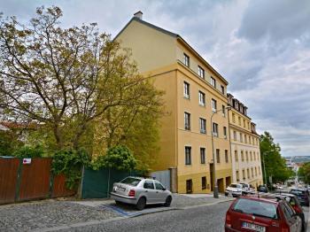 Bytový dům + pohled na centrum města. - Prodej bytu 3+kk v osobním vlastnictví 84 m², Praha 6 - Břevnov