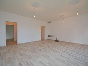 Obývací pokoj s přípravou na kk - Prodej bytu 3+kk v družstevním vlastnictví 76 m², Praha 9 - Hloubětín