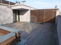 Společná terasa na střeše objektu se vstupem do parku Santoška! - Prodej bytu 1+kk v osobním vlastnictví 37 m², Praha 5 - Smíchov
