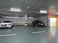 Nákladní výtah pro auta. - Prodej bytu 1+kk v osobním vlastnictví 37 m², Praha 5 - Smíchov