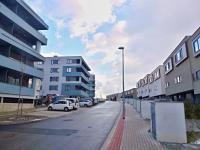 Pohled na okolní zástavbu. - Pronájem bytu 1+kk v osobním vlastnictví 40 m², Praha 9 - Černý Most