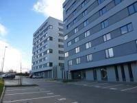 Vyhrazené parkovací místo před domem je součástí nájmu! - Pronájem bytu 1+kk v osobním vlastnictví 40 m², Praha 9 - Černý Most