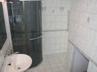 Koupelna v patře domu - prostor pro pračku. - Pronájem domu v osobním vlastnictví 250 m², Teplice
