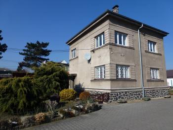 Dvoupiodlažní RD s úložným podkrovím a zahradou. - Pronájem domu v osobním vlastnictví 250 m², Teplice