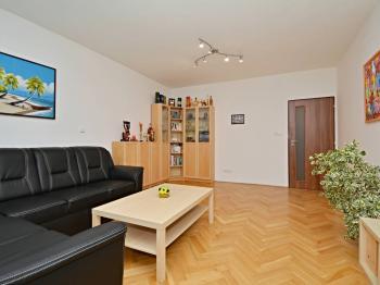 Obývací pokoj - Prodej bytu 3+1 v osobním vlastnictví 87 m², Praha 6 - Dejvice