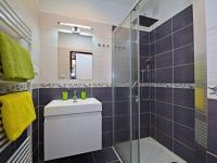 Koupelna - Prodej bytu 3+1 v osobním vlastnictví 87 m², Praha 6 - Dejvice