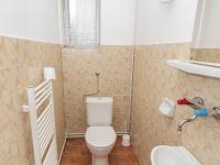 toaleta 1 patro - Prodej domu v osobním vlastnictví 430 m², Jihlava