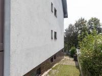 vstup kolem domu na zahradu - Prodej domu v osobním vlastnictví 430 m², Jihlava