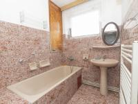 koupelna 2 patro - Prodej domu v osobním vlastnictví 430 m², Jihlava