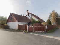 pohled na dům z ulice - Prodej domu v osobním vlastnictví 182 m², Běštín