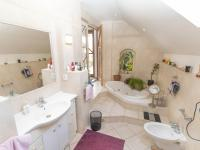 koupelna  - Prodej domu v osobním vlastnictví 182 m², Běštín