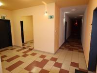 Spoečná chodba na patře bytu. - Pronájem bytu 2+kk v osobním vlastnictví 52 m², Praha 9 - Střížkov