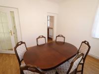 Jídelna + pohled do kuchyně a do hlavní vstupní chodby v přízemí domu. - Pronájem domu v osobním vlastnictví 250 m², Teplice