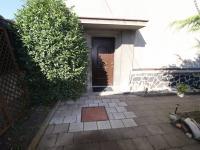 Hlavní vstup do domu - pohled od altánu v zahradě. - Pronájem domu v osobním vlastnictví 250 m², Teplice