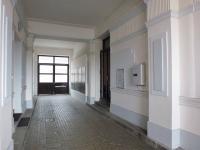 Vstup do domu - Pronájem bytu 2+kk v osobním vlastnictví 43 m², Praha 7 - Holešovice