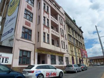 Pohled na dům z ulice - Pronájem bytu 2+kk v osobním vlastnictví 43 m², Praha 7 - Holešovice