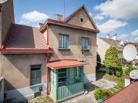 Pohled na dům ze střechy kůlny (Prodej domu v osobním vlastnictví 127 m², Kladno)