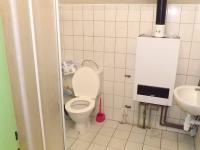 Toalety, sprchový kout v patře (Prodej komerčního objektu 376 m², Želenice)