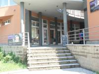 Vchod od prodejny, výlohy - Pronájem obchodních prostor 34 m², Most