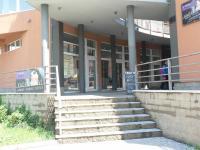 Vchod od prodejny, výlohy - Pronájem obchodních prostor 32 m², Most