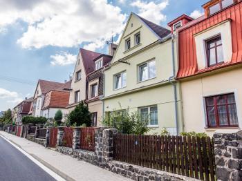 RD pohled z ulice - Pronájem komerčního objektu 190 m², Most