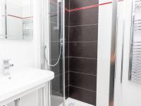 Koupelna v přízemí - Pronájem komerčního objektu 190 m², Most