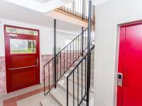 vchod do domu - Prodej bytu 4+1 v osobním vlastnictví 84 m², Most