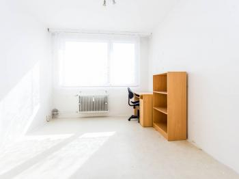 pokoj 2 - Prodej bytu 4+1 v osobním vlastnictví 84 m², Most