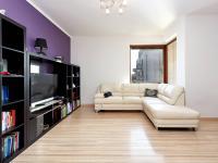 Obývací pokoj s kuchyňským koutem (Prodej bytu 3+kk v osobním vlastnictví 80 m², Praha 10 - Štěrboholy)